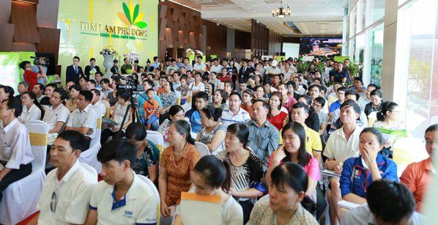 Khách hàng tham dự sự kiện bán hàng tại dự án Him Lam Phú Đông