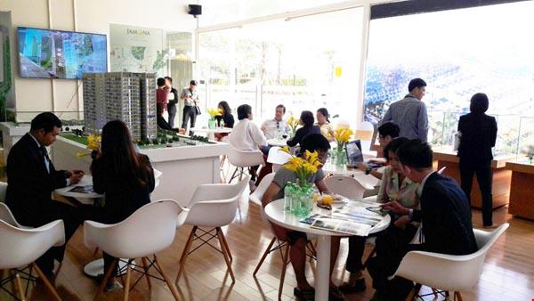 Khách hàng đến tham dự Golden Weekend tại dự án cuối tuần qua.