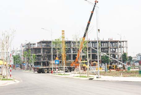 Khu nhà liên kế Sari Residence đang trong quá trình hoán thiện.