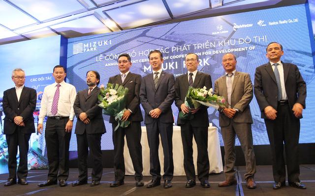 Đại diện các bên tham gia lễ ký kết phát triển dự án Mizuki Park Nam Sài Gòn.