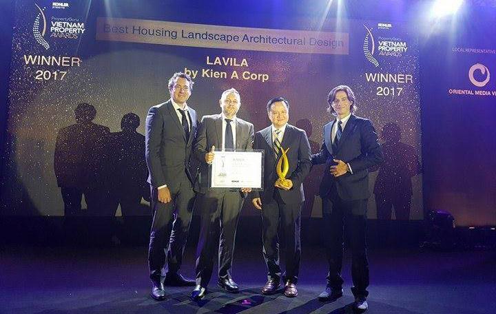 Đại diện Kiến Á nhận giải thưởng VietNam Property Awards 2017.