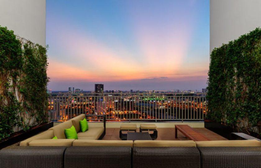 """Khu vườn trên cao """"Sky Garden"""" tại The View với tầm nhìn toàn cảnh trung tâm thành phố và Nam sài Gòn."""