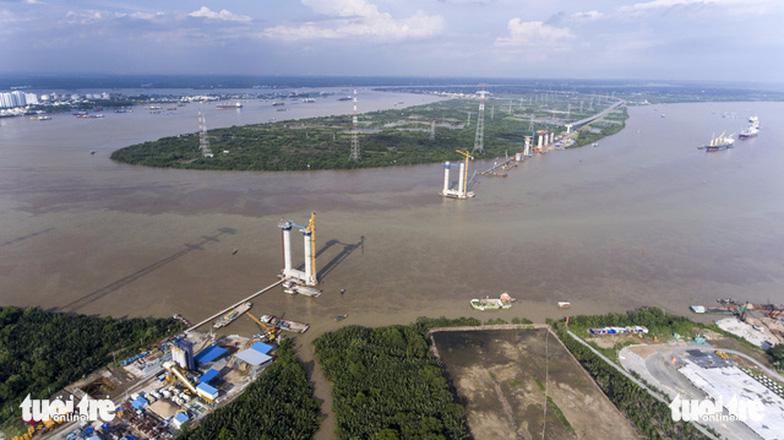 Công tác thi công cao tốc Bên Lức - Long Thành, xây dựng cầu Bình Khánh gần dự án GS Metrocity.