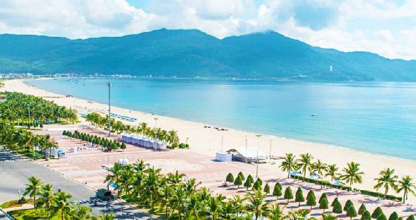 Bãi biển Mỹ Khê, Đà Nẵng, một trong những bãi biển được bình chọn đẹp nhất hành tinh.