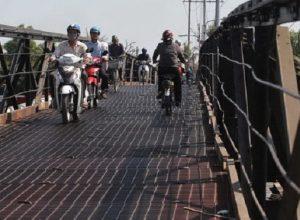 Cầu Long Kiểng trước khi bị sập.